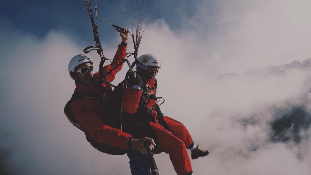 apprendre et voler en parapente au grand bornand dans les aravis avec moniteurs dans une ecole ffvl bon cadeau